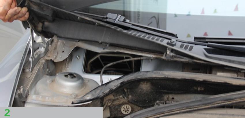 снимаем сетку в заборнике воздуха Skoda Octavia A5